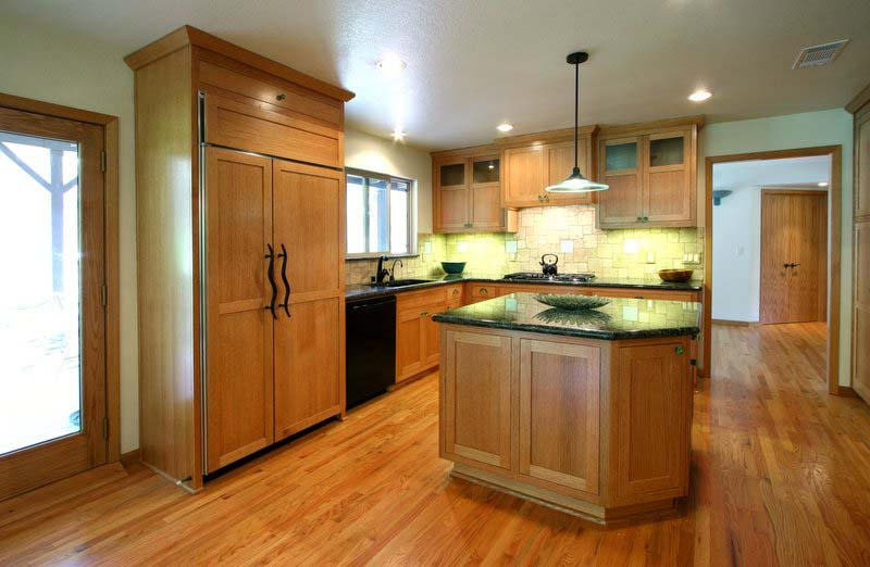 Kitchen with red oak cabinets, image courtesy of Chris Lattuada